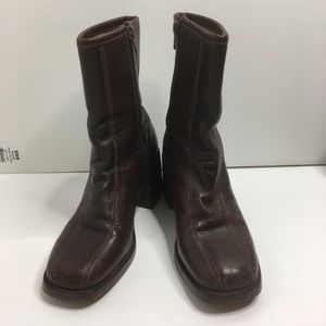 Selling Frye Boots Women Size 7D Brown Leather .